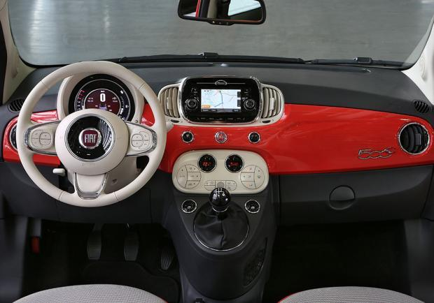 Foto Nuova Fiat 500 2015 Interni Rossi Patentati