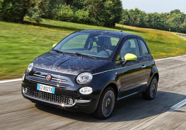Nuova Fiat 500 con decalcomanie