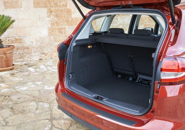 nuova ford c max dimensioni versioni e prova della monovolume compatta patentati. Black Bedroom Furniture Sets. Home Design Ideas
