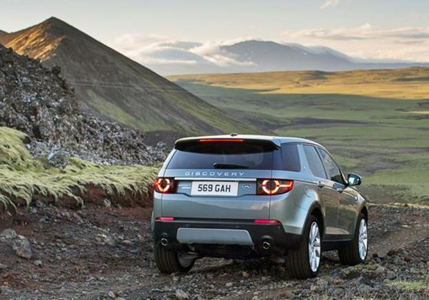 Nuova Land Rover Discovery Sport posteriore