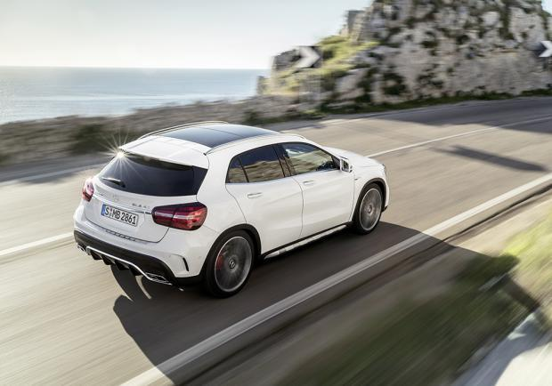 Nuova Mercedes-AMG GLA 45 4Matic restyling 2017 5