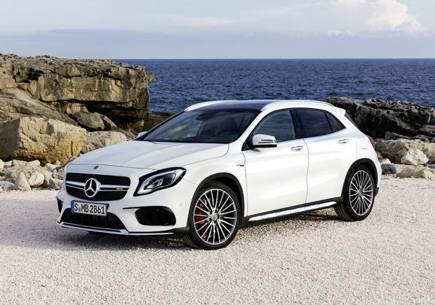 Nuova Mercedes-AMG GLA 45 4Matic restyling 2017