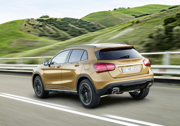 Nuova Mercedes-Benz GLA restyling 2017 4