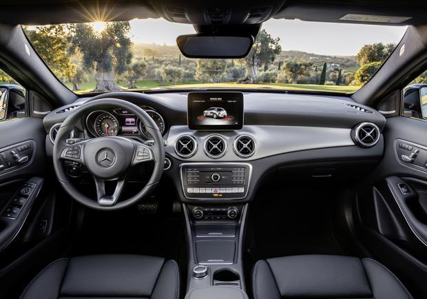 Nuova Mercedes-Benz GLA restyling 2017 interni