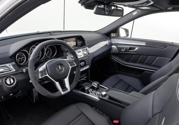 Nuova Mercedes E 63 AMG my 2013 Station Wagon interni