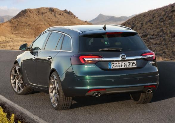 Nuova Opel Insigna Sports Tourer restyling posteriore