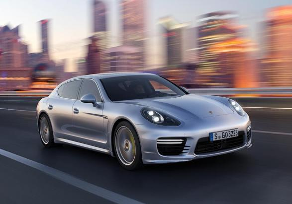 Nuova Porsche Panamera Turbo Executive tre quarti anteriore
