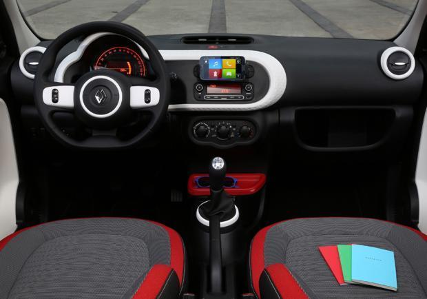 Nuova renault twingo le impressioni di guida patentati for Guida interni