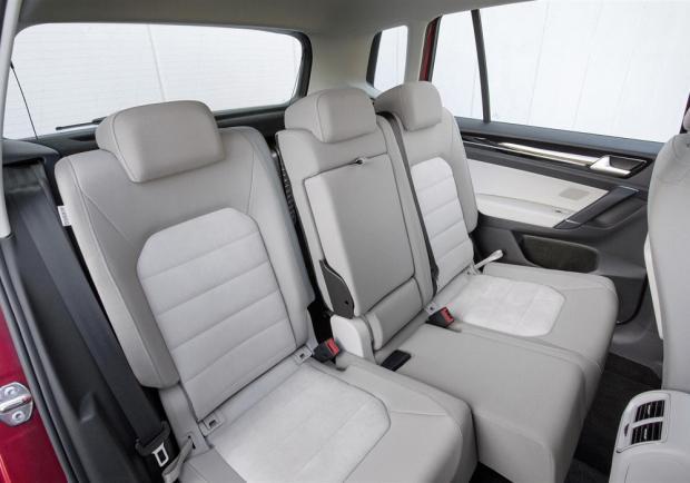 nuova volkswagen golf sportsvan versioni allestimenti e. Black Bedroom Furniture Sets. Home Design Ideas