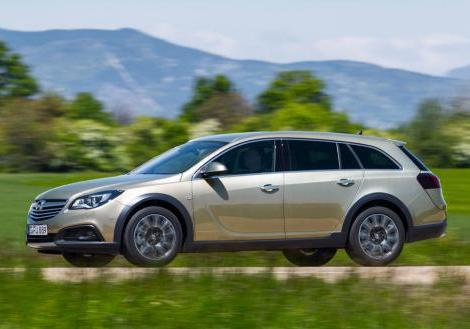 Opel Insigna Country Tourer profilo in movimento
