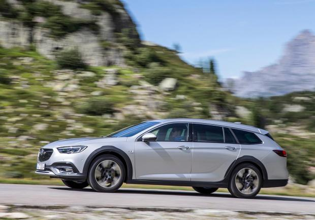 Opel Insignia Country Tourer, la famigliare crossover 06