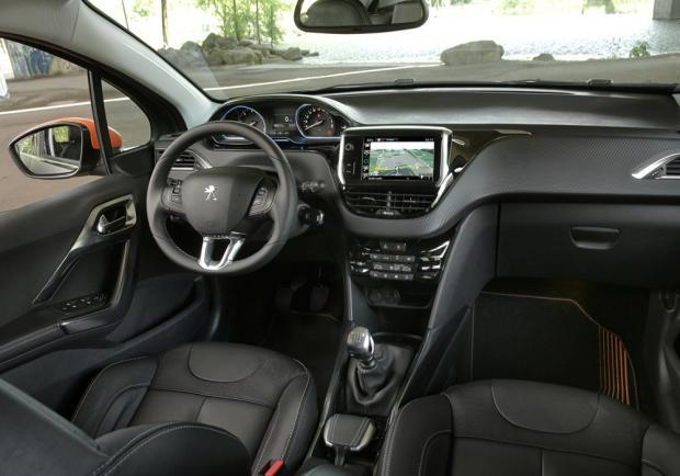Peugeot 2008 Black Matt Limited Edition interni
