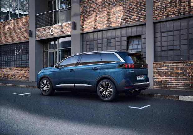 Peugeot 5008, la grande Suv ordinabile in Italia