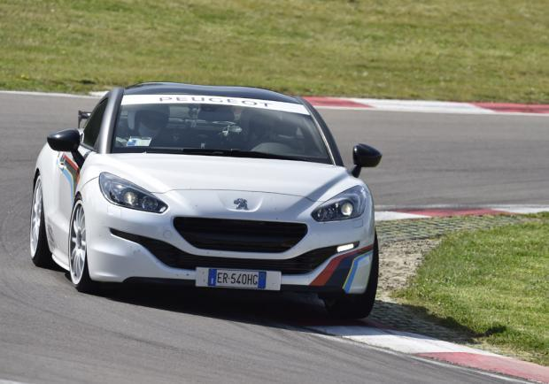 Peugeot RCZ Racing Cup Replica in pista