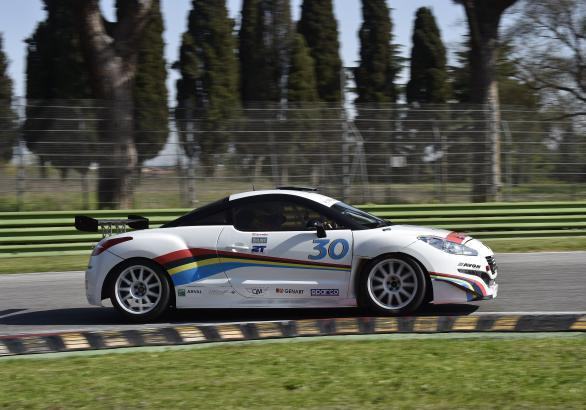 Peugeot RCZ Racing in pista