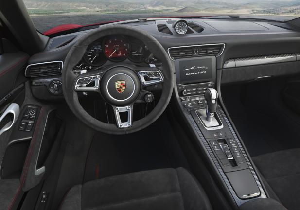 Porsche 911 GTS interni PDK