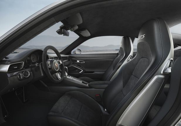 Porsche 911 GTS interni
