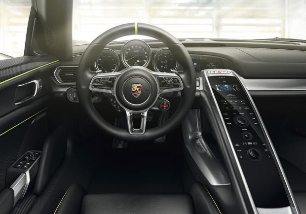 porsche 918 spyder prezzo prestazioni e scheda tecnica. Black Bedroom Furniture Sets. Home Design Ideas