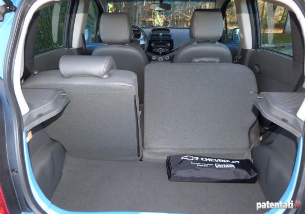 Foto Prova Chevrolet Spark Bagagliaio Con Sedili Reclinati Patentati