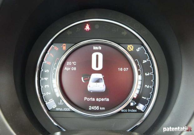 Prova Fiat 500 Cult 0.9 TwinAir Turbo 105 CV display TFT