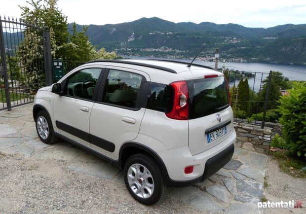 Fiat panda natural power la prova su strada della versione a metano patentati - Bombole metano per casa ...