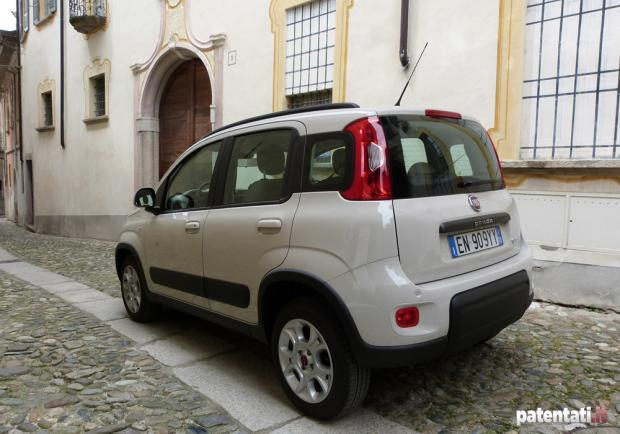 Prova Fiat Panda Natural Power tre quarti posteriore