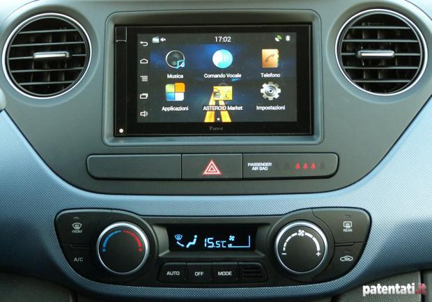 Prova Hyundai i10 1.0 Sound Edition touchscreen