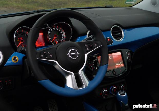 Prova Opel Adam Rocks interni