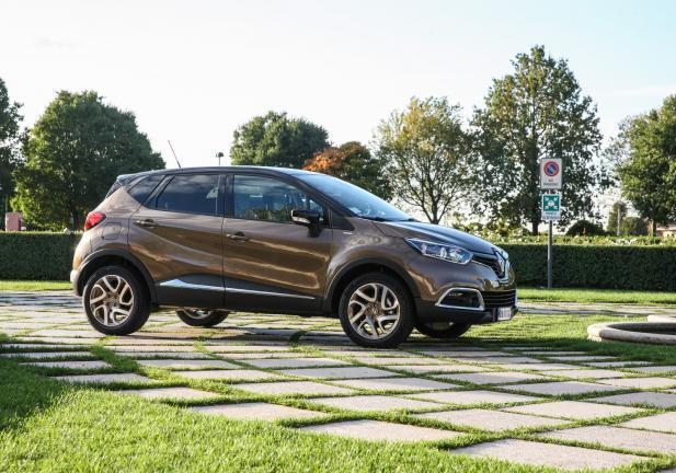 Renault captur nuove versioni top di gamma iconic e excite for Captur excite