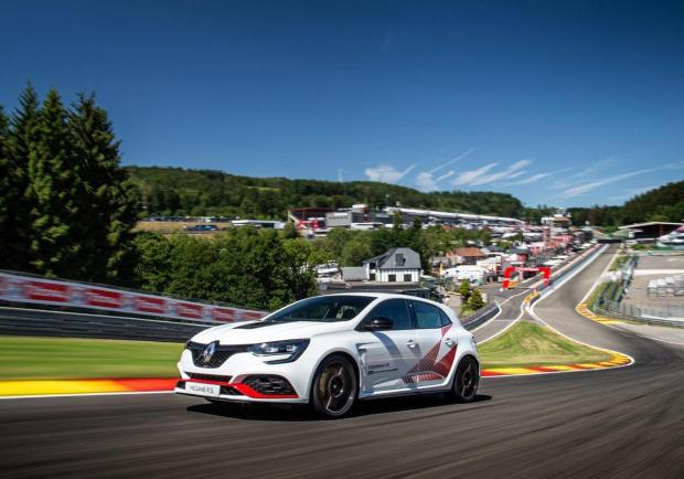 Renault Mégane R.S. Trophy-R, record anche a Spa 02