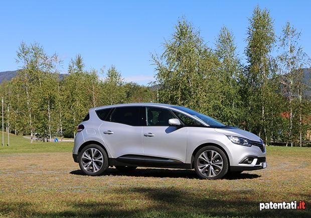 Renault Scénic 1.5 dCi Hybrid Assist 8