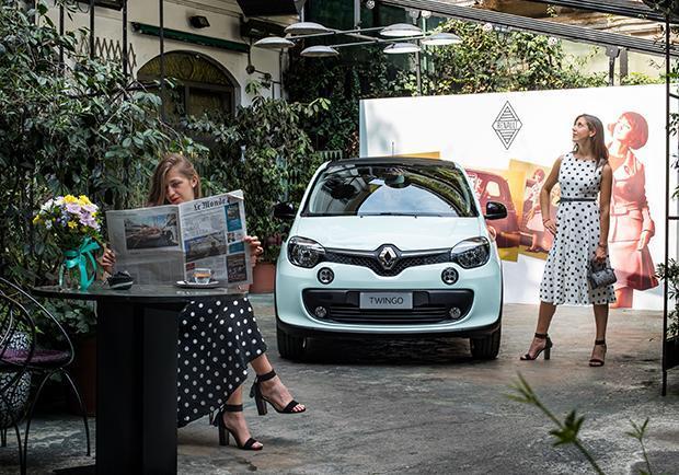 Renault twingo la parisienne la citycar francese pi chic for Garage renault paris 9