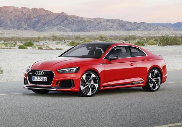 RS5 rossa tre quarti laterale