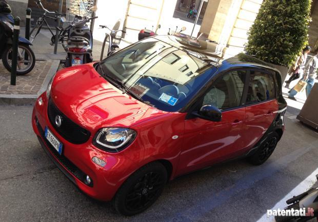 Smart Forfour 90 Turbo tre quarti anteriore test drive