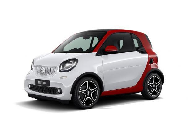 Smart Fortwo red and the city