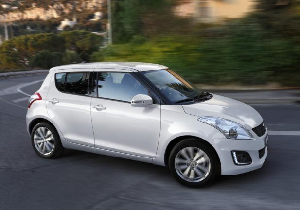 Suzuki Swift restyling tre quarti anteriore lato destro