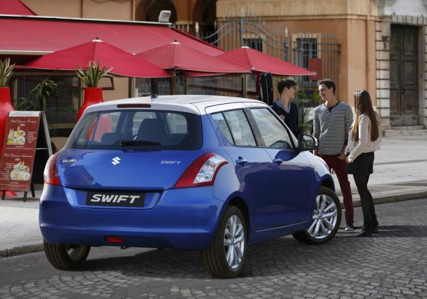 Suzuki Swift restyling tre quarti posteriore lato destro