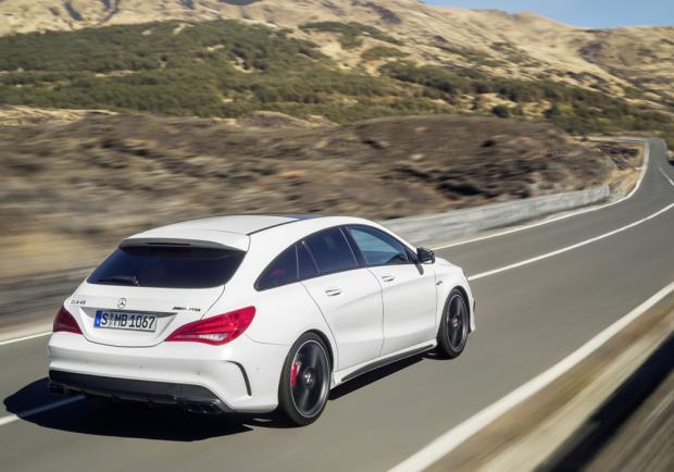 Test drive CLA Shooting Brake 45 AMG posteriore