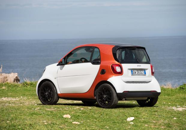 Test drive Smart Fortwo 70 automatic tre quarti posteriore