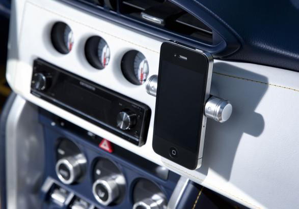 Toyota FT-86 Open Concept porta iPhone