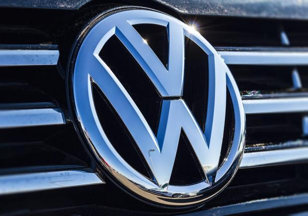 Volkswagen, 900 milioni di euro in celle batteria
