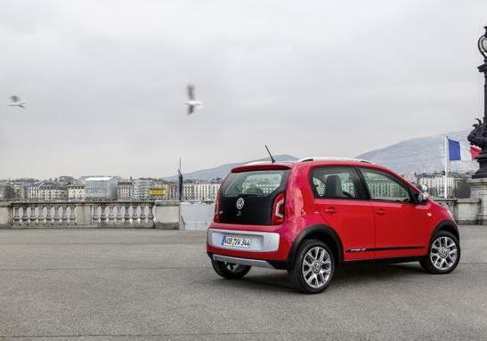 Volkswagen Cross Up! tre quarti posteriore lato destro