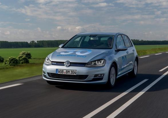 Volkswagen Golf 1.6 TDI BlueMotion tre quarti anteriore
