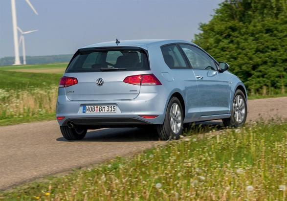 Volkswagen Golf 1.6 TDI BlueMotion tre quarti posteriore lato destro