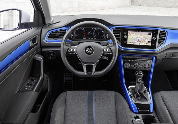 volkswagen t roc primo test drive le versioni e i prezzi della b suv tedesca patentati. Black Bedroom Furniture Sets. Home Design Ideas