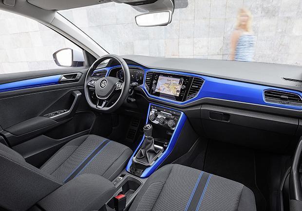 volkswagen t roc primo test drive le versioni e i prezzi della b suv tedesca patentati. Black Bedroom Furniture Sets. Home Design Ideas
