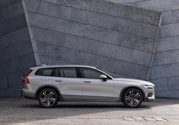 Volvo V60 Cross Country profilo