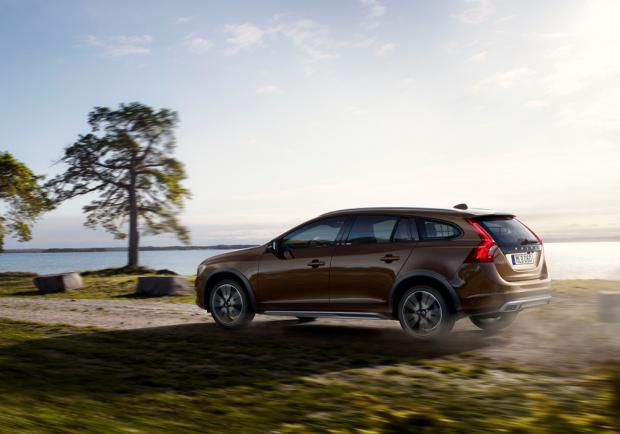 Volvo V60 Cross Country tre quarti posteriore