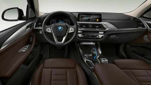 BMW iX3 interni 1