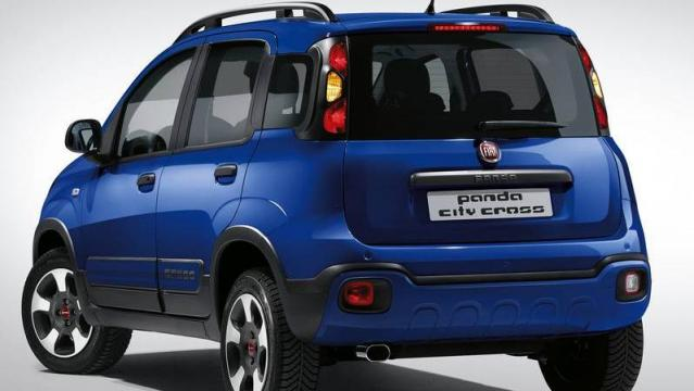 FIAT Panda City Cross tre quarti posteriore foto